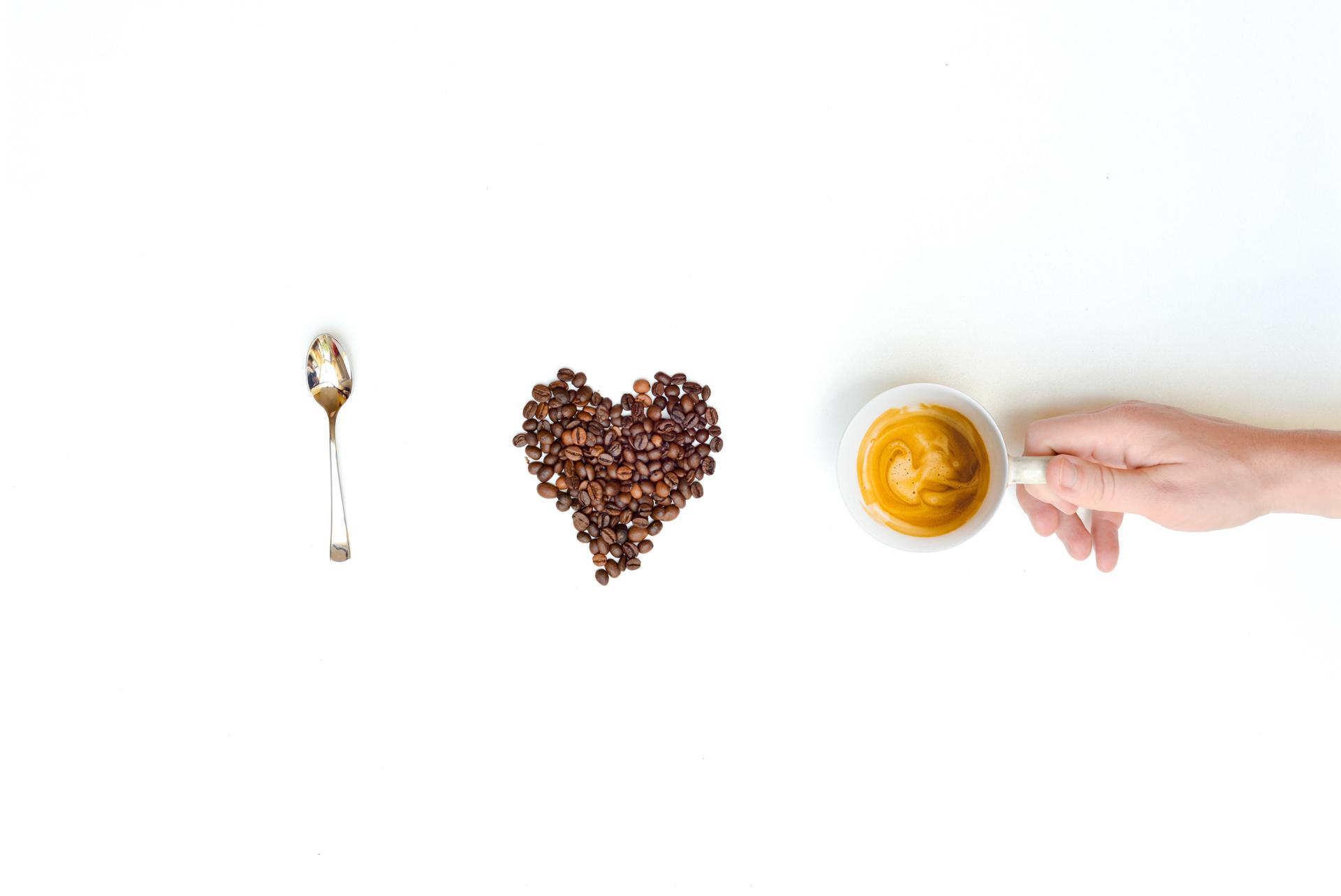 caffè espresso e chicchi di caffè